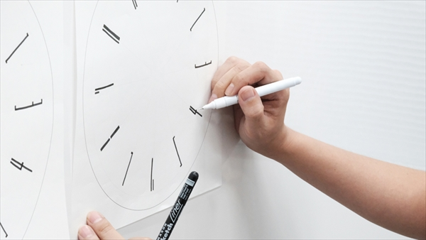 Draw wall clock Designed by Lemnos Inc.